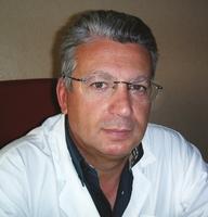 Riccardo Sciacca Direttore, dal 2004, dell'UOC di Oculistica A. USL3 CT di Acireale (CT). Si occupa da diversi anni di chirurgia oculare, particolarmente nel campo di vitreo-retina, glaucoma, cataratta, cornea ed annessi. È componente del Comitato tecnico-scientifico dell'AICCER.